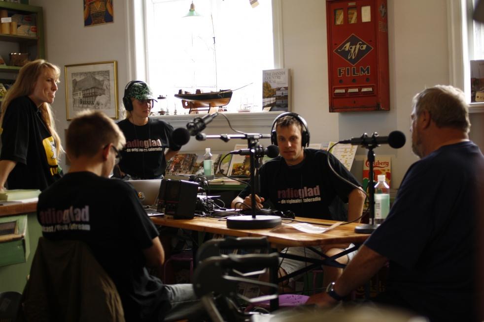 RADIO GLAD LIVE - imagen de show de portada