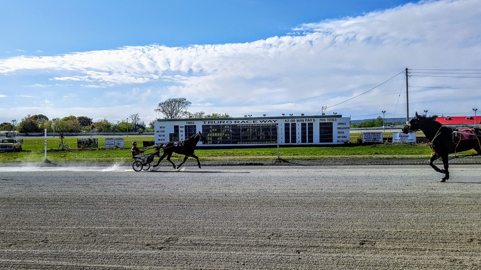 Keeping Up To Pace at Truro Raceway - imagen de show de portada