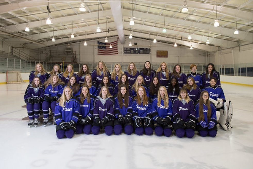 Pioneer High School Women's Ice Hockey - imagen de show de portada